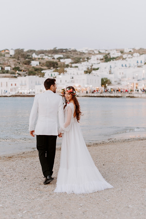 dreamy-elopement-mykonos-beautiful-coral-peonies_03x