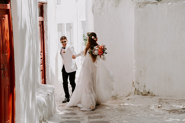 dreamy-elopement-mykonos-beautiful-coral-peonies_04