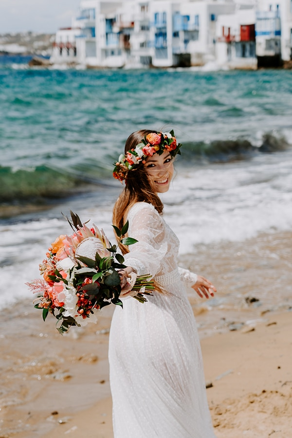dreamy-elopement-mykonos-beautiful-coral-peonies_04x