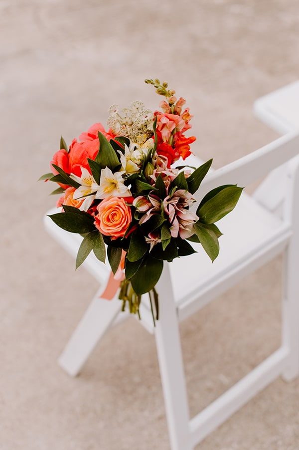 dreamy-elopement-mykonos-beautiful-coral-peonies_06x