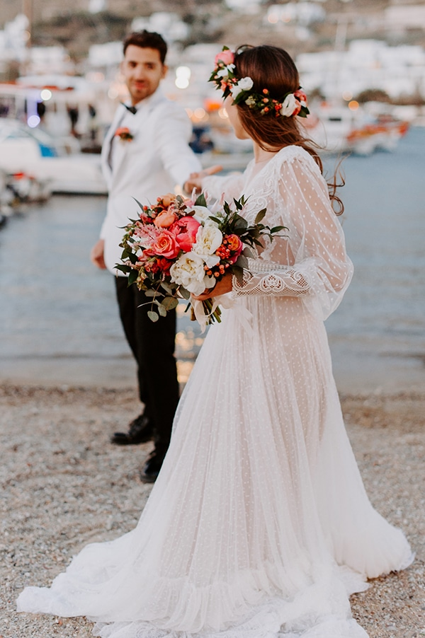 dreamy-elopement-mykonos-beautiful-coral-peonies_08