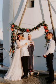 Ρομαντική κρεμαστή γιρλάντα λουλουδιών για τελετή γάμου