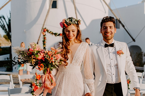 dreamy-elopement-mykonos-beautiful-coral-peonies_12