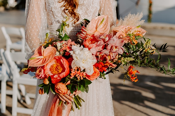dreamy-elopement-mykonos-beautiful-coral-peonies_14
