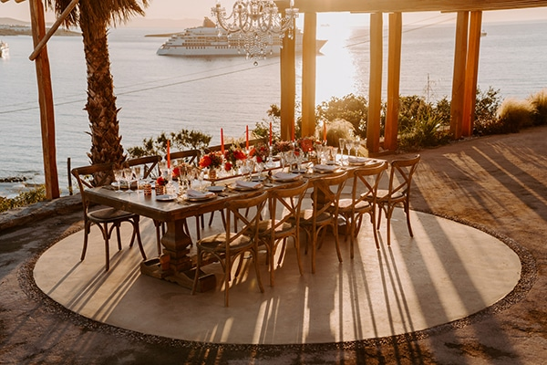 dreamy-elopement-mykonos-beautiful-coral-peonies_15