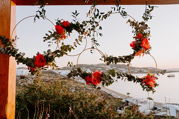 dreamy-elopement-mykonos-beautiful-coral-peonies_28