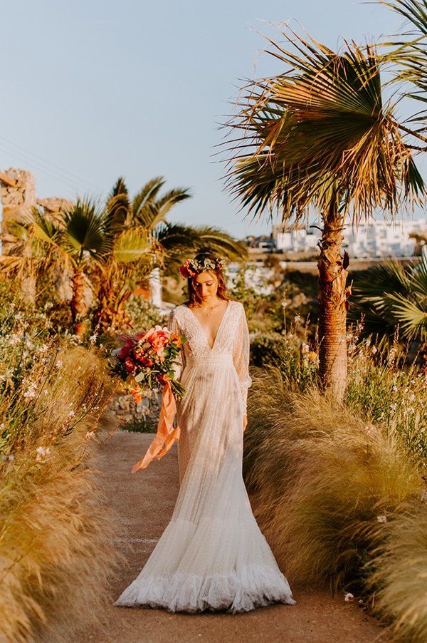 dreamy-elopement-mykonos-beautiful-coral-peonies_29