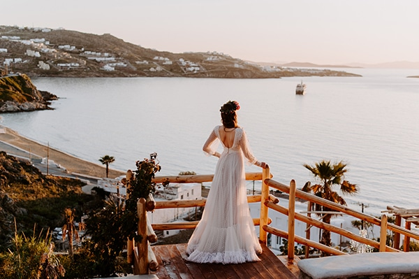 dreamy-elopement-mykonos-beautiful-coral-peonies_31