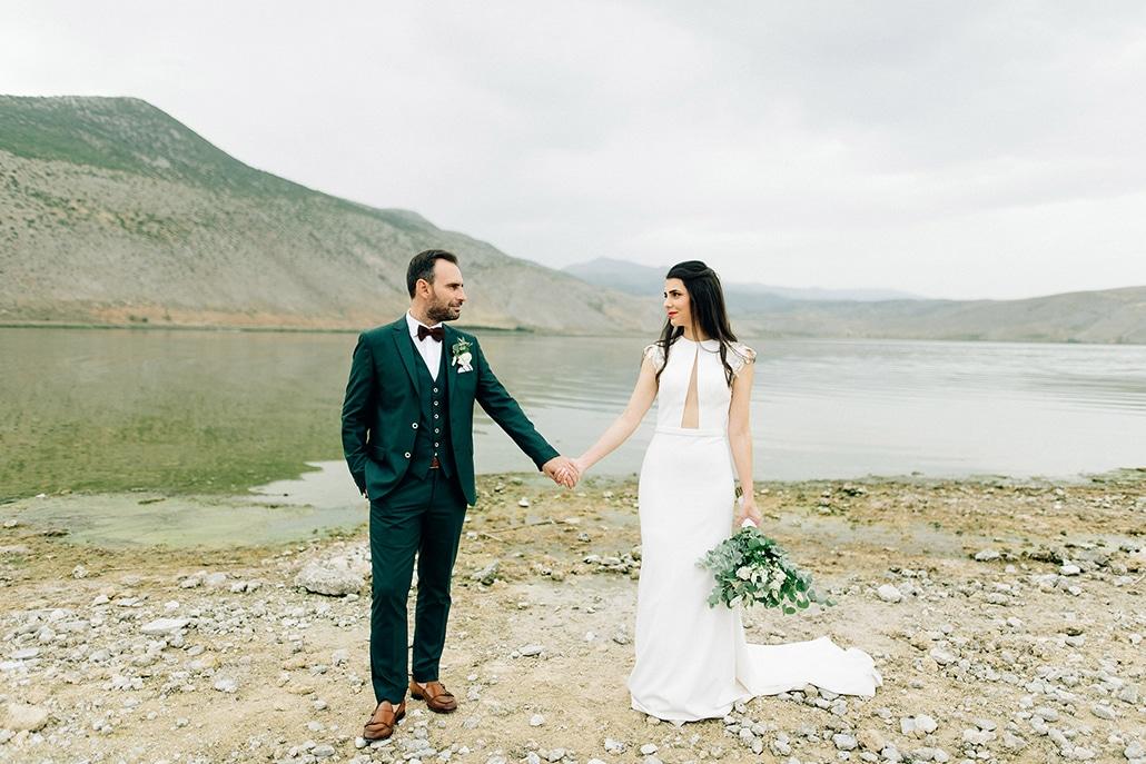 Φθινοπωρινός γάμος στην Κοζάνη με λευκά άνθη, ευκάλυπτο και χρυσές λεπτομέρειες │ Στέλλα & Γιάννης