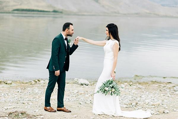 elegant-fall-wewdding-kozani-eucalyptus--white-flowers-gold-details_01