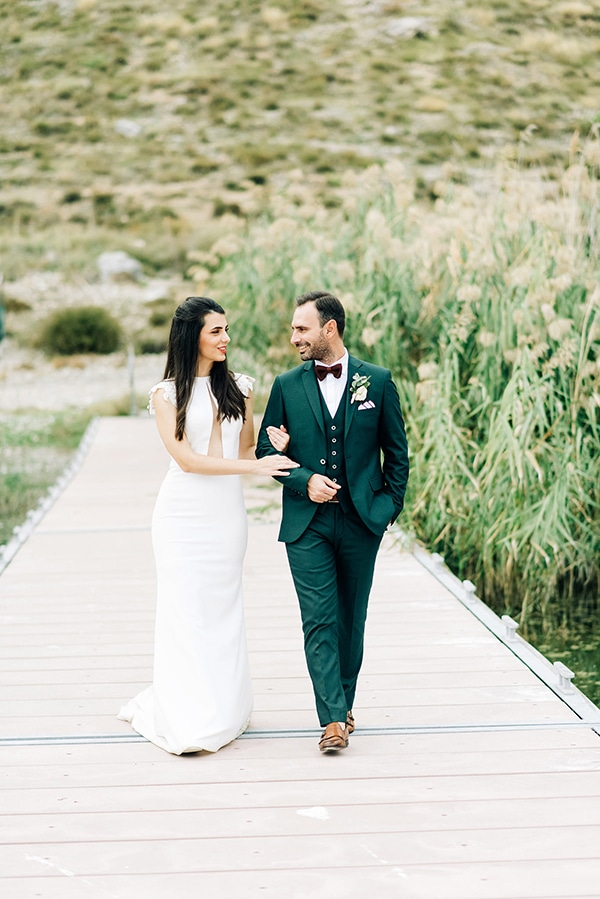 elegant-fall-wewdding-kozani-eucalyptus--white-flowers-gold-details_04x