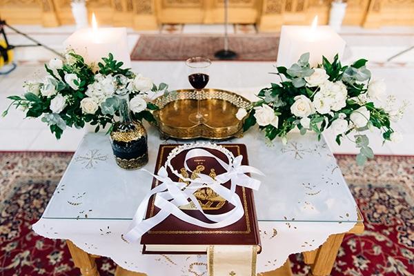 elegant-fall-wewdding-kozani-eucalyptus--white-flowers-gold-details_14
