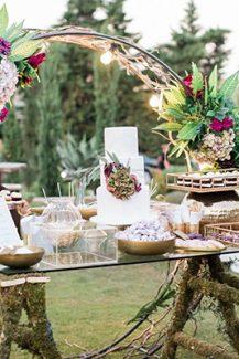 Elegant στολισμός για dessert table γάμου