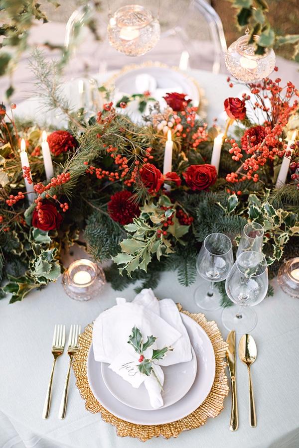 Ρομαντικός-elegant στολισμός τραπεζιού δεξίωσης με κόκκινες και χρυσές πινελιές
