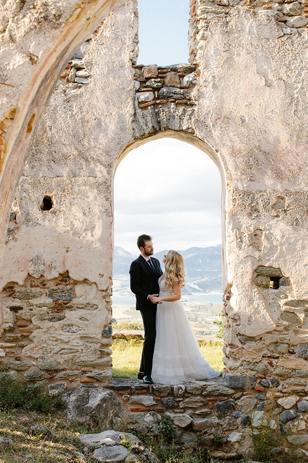 outdoor-fall-wedding-vivid-colors-rustic-details_01