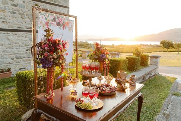 outdoor-fall-wedding-vivid-colors-rustic-details_06x