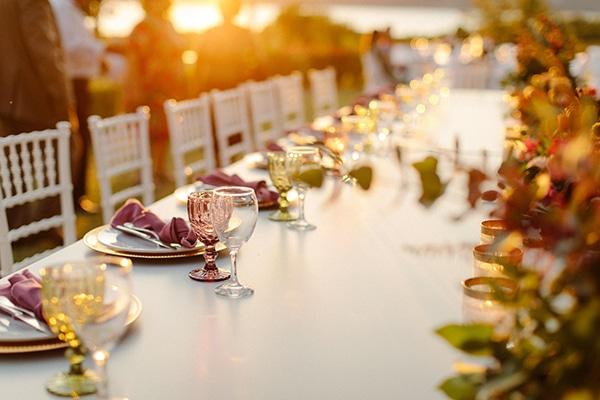 outdoor-fall-wedding-vivid-colors-rustic-details_07x