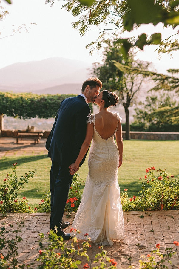 romantic-fall-wedding-athens-white-coral-hues_51