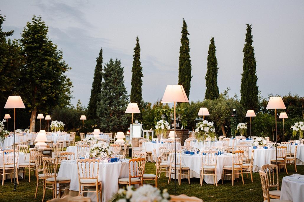 Ρομαντικός στολισμός με χαμηλό φωτισμό για δεξίωση γάμου