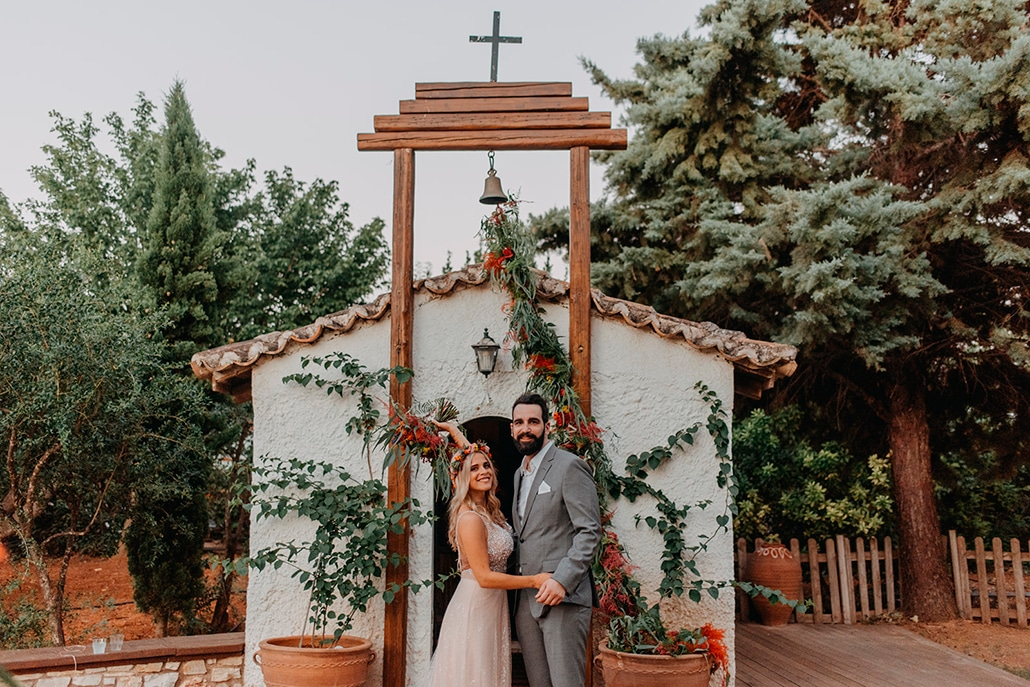 Υπέροχος καλοκαιρινός γάμο στην Αθήνα με έντονες πορτοκαλί αποχρώσεις│ Φένια & Παναγιώτης