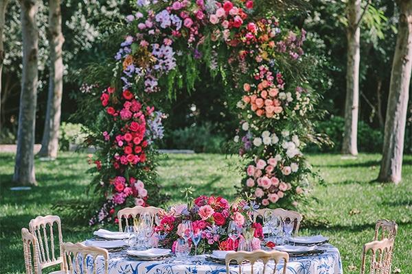 Αψίδες λουλουδιών δεξίωσης γάμου