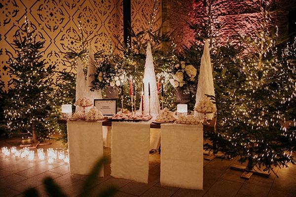 Εντυπωσιακός στολισμός dessert table για χειμωνιάτικο γάμο