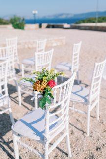 Ρομαντικός στολισμός καρέκλας για τελετή γάμου