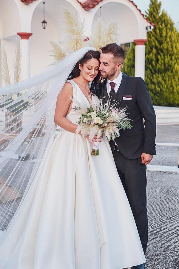 bohemian-fall-wedding-xanthi-white-purple-hues_01