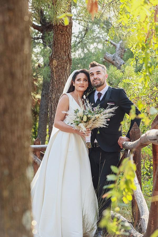 bohemian-fall-wedding-xanthi-white-purple-hues_02