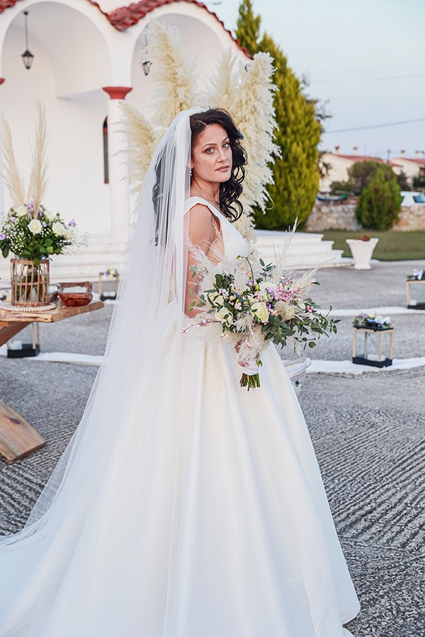 bohemian-fall-wedding-xanthi-white-purple-hues_12