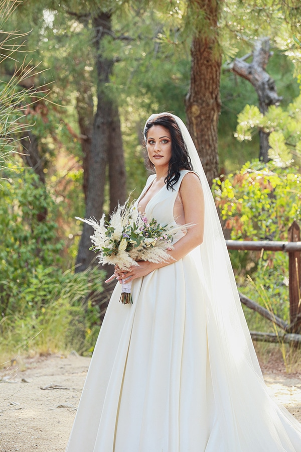 bohemian-fall-wedding-xanthi-white-purple-hues_27