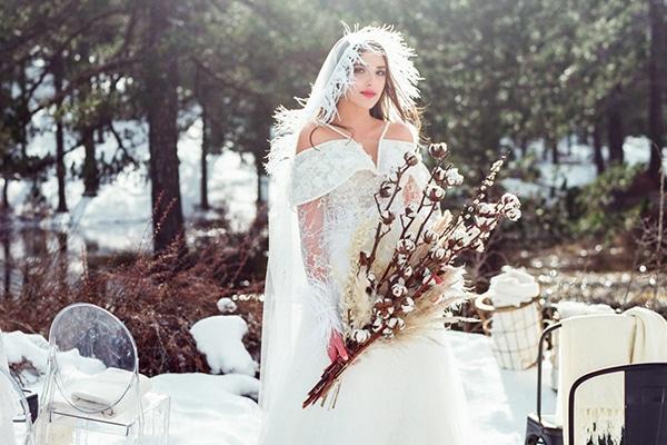 Ονειρεμένο χειμωνιάτικο styled shoot στο χιόνι με τις πιο cozy λεπτομέρειες