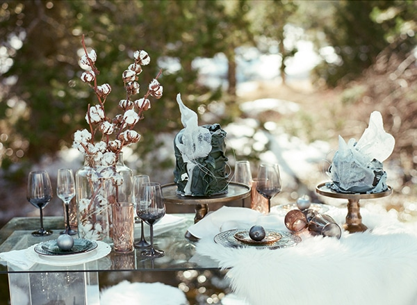dreamy-winter-styled-shoot-snow-cozy-details_01x