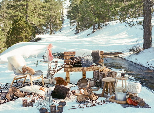 dreamy-winter-styled-shoot-snow-cozy-details_03x