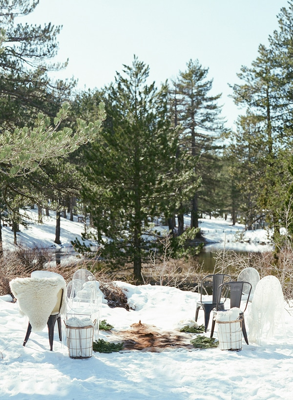 dreamy-winter-styled-shoot-snow-cozy-details_12