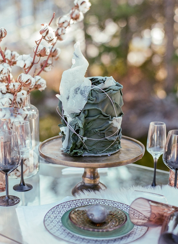 dreamy-winter-styled-shoot-snow-cozy-details_16