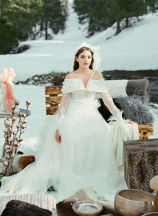 dreamy-winter-styled-shoot-snow-cozy-details_18