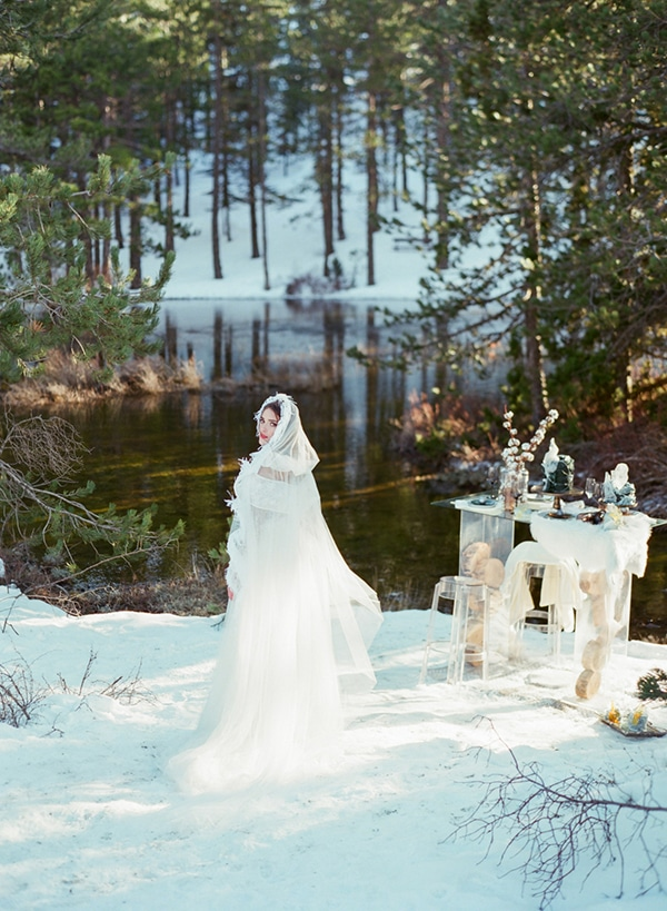 dreamy-winter-styled-shoot-snow-cozy-details_27