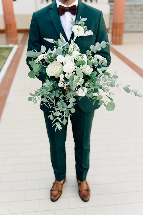 Υπέροχη νυφική ανθοδέσμη από ευκάλυπτο και λευκά άνθη