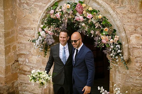 fall-wedding-paphos-white-pastel-pink-details_10