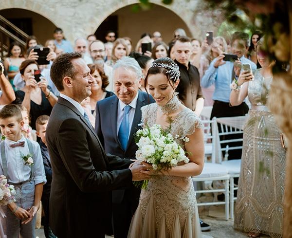 fall-wedding-paphos-white-pastel-pink-details_12