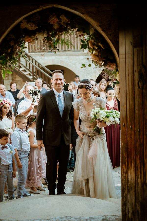fall-wedding-paphos-white-pastel-pink-details_14