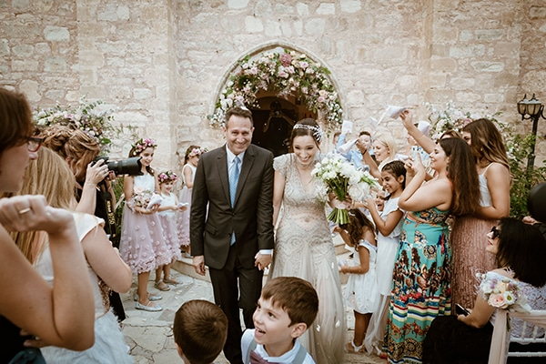 fall-wedding-paphos-white-pastel-pink-details_17