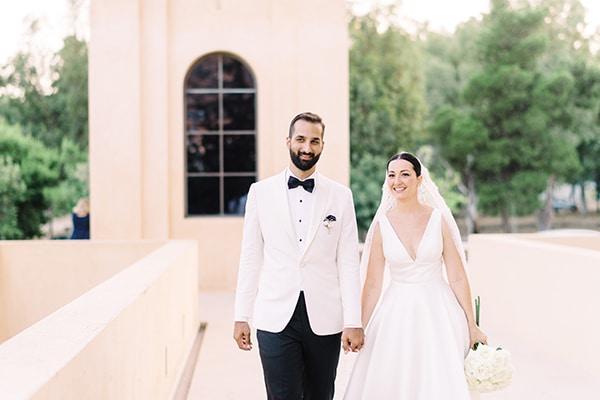 Καλοκαιρινός γάμος στην Αθήνα με κυρίαρχο χρώμα το λευκό