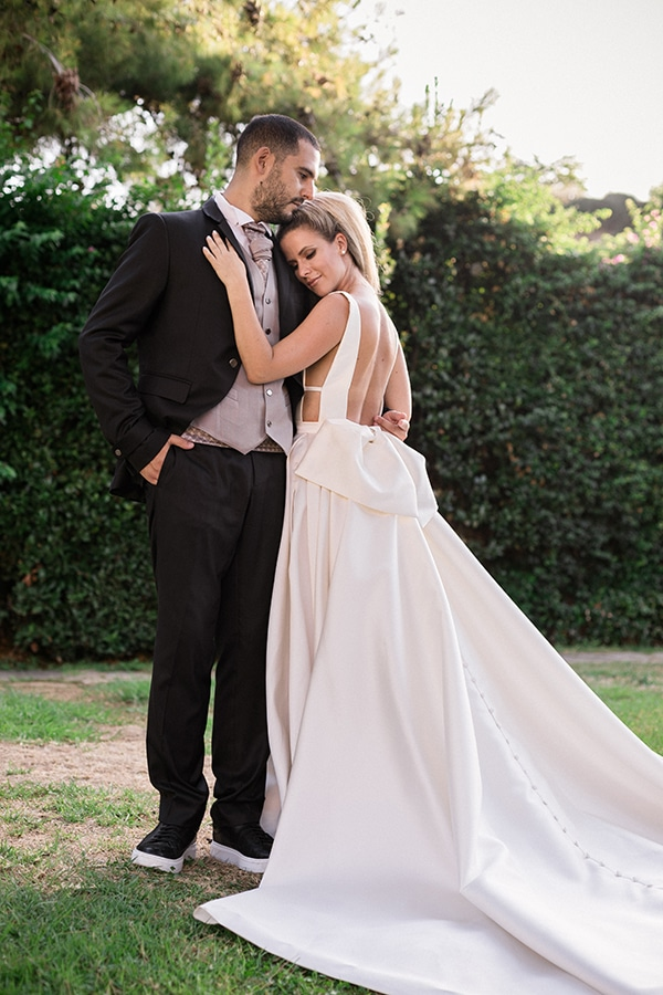 stunning-summer-wedding-athens-gold-coral-details_02x