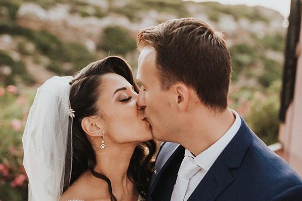Καλοκαιρινός παραδοσιακός γάμος στην Κρήτη με κάλλες και παιώνιες | Άντζελα & Δημήτρης