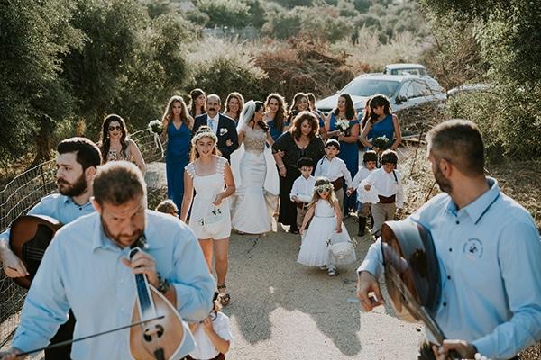 summer-traditional-wedding-crete-peonies-kalles_07x