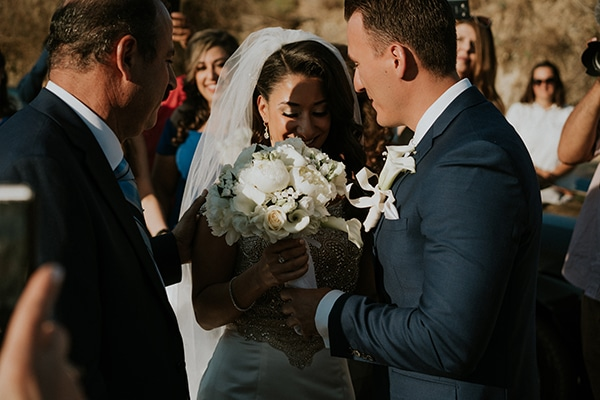 summer-traditional-wedding-crete-peonies-kalles_08