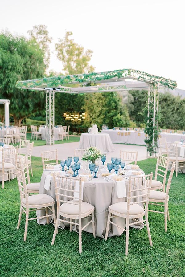 Εντυπωσιακός στολισμός δεξίωσης γάμου με dusty blue tableware