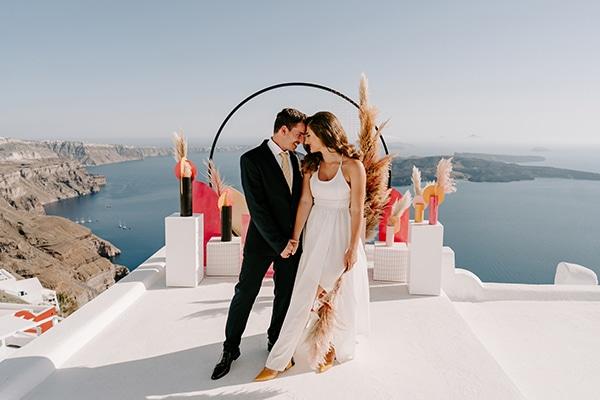 Utterly romantic elopement στη Σαντορίνη με μοντέρνες λεπτομέρειες │ Λιντιάννα & Ρένος